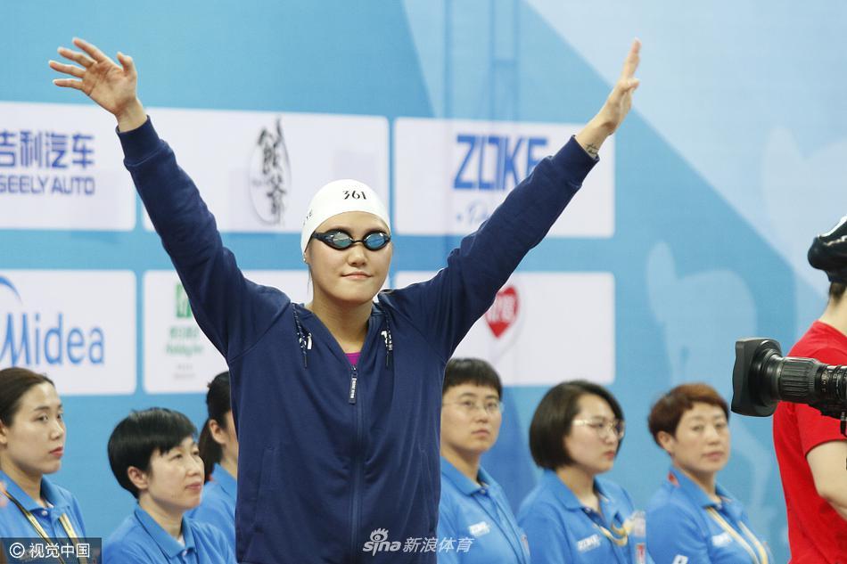 游泳冠军赛叶诗文晋级200仰决赛(7张)