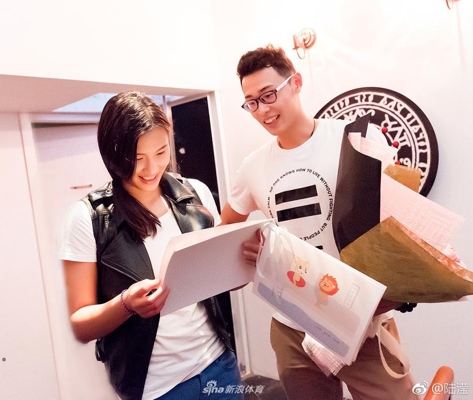 3 / 8 4月19日,中国游泳队传来喜报,蝶后陆滢喜获求婚,她的男友也是一