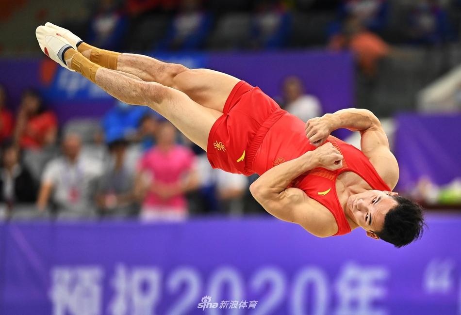 体操全锦赛邓书弟自由体操夺冠