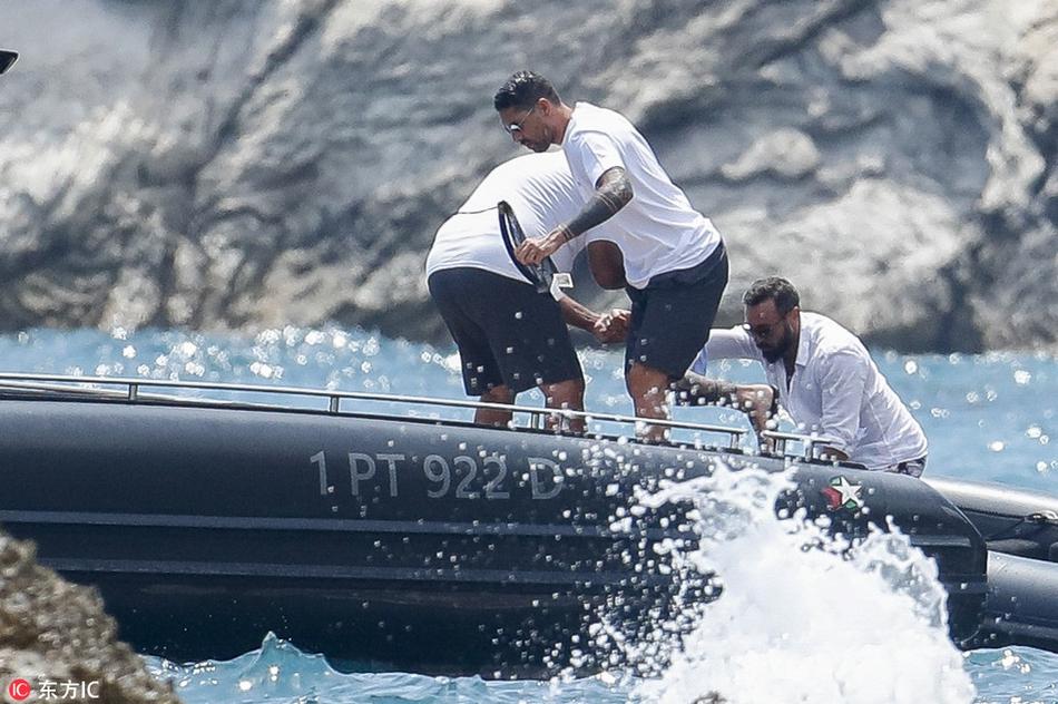 马科-博列洛与友人出海度假仍未归队