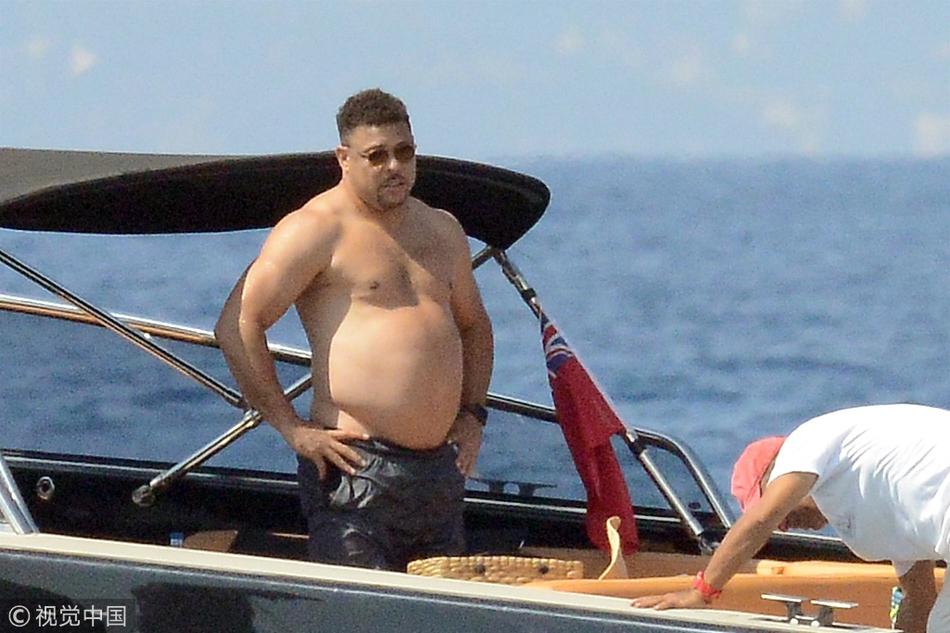 大罗海边度假坦诚面对大肚腩