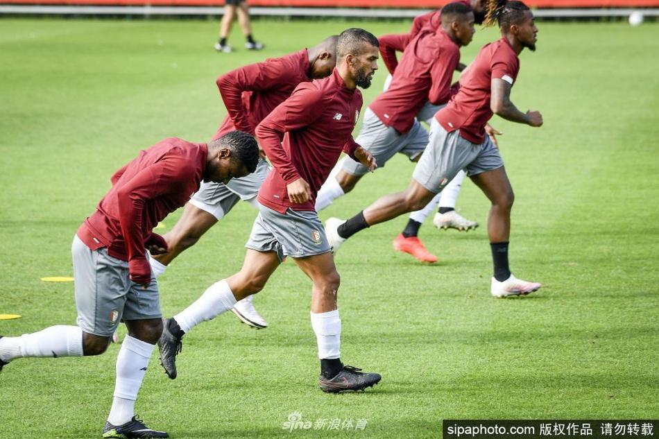 比利时球队标准列日训练备战欧联杯资格赛