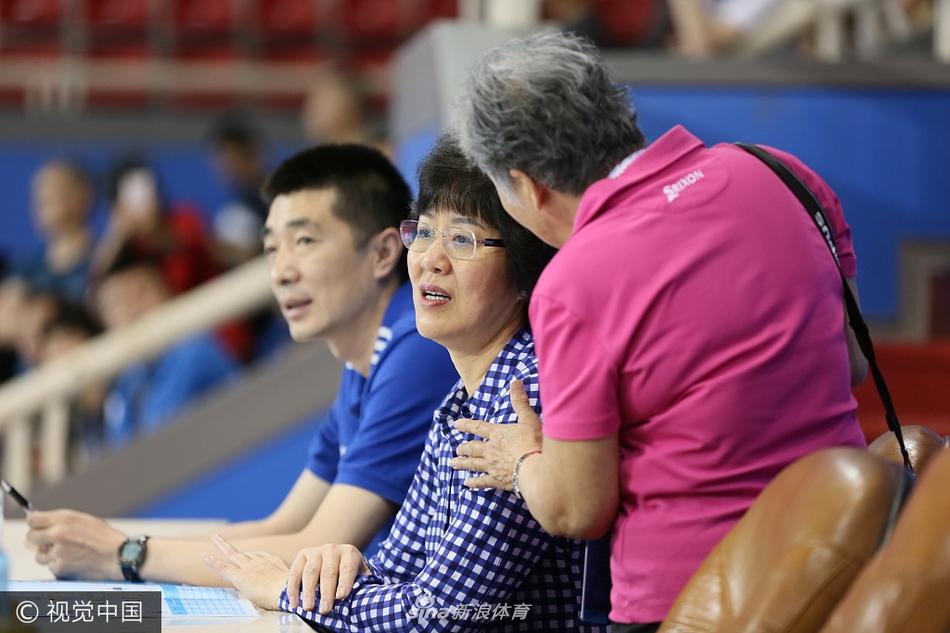 2017年5月18日,上海市,2017全运会女排成年组预赛上海站,郎平助