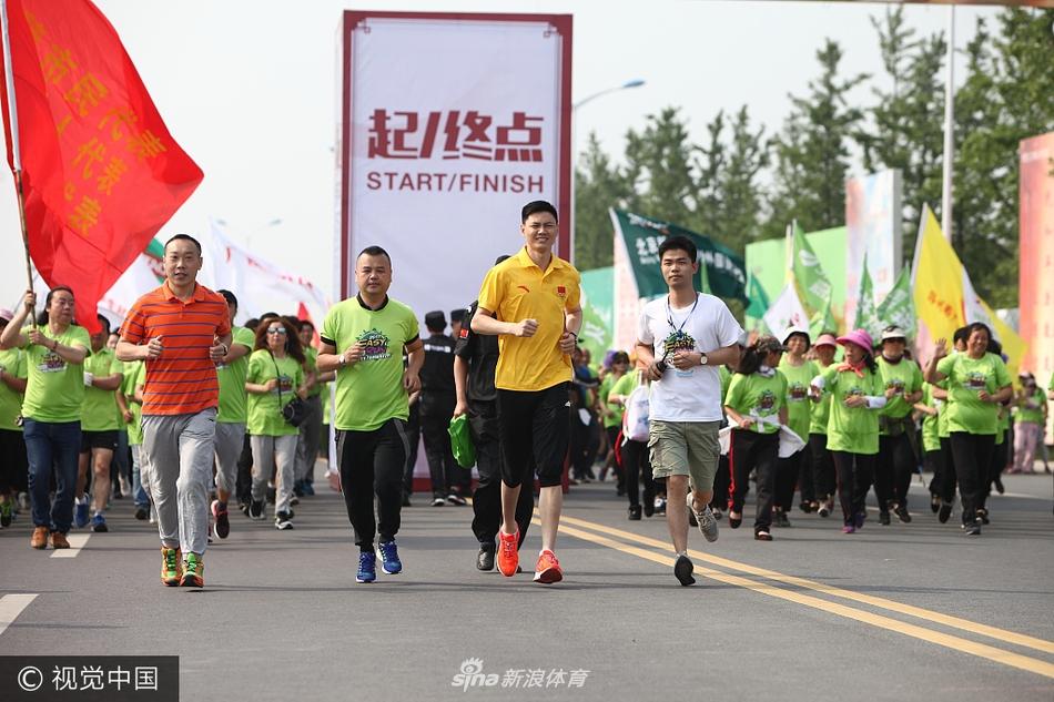 2017年5月21日上午,5000余名扬州市民齐聚扬州马拉松广场参加...图片 482748 950x633