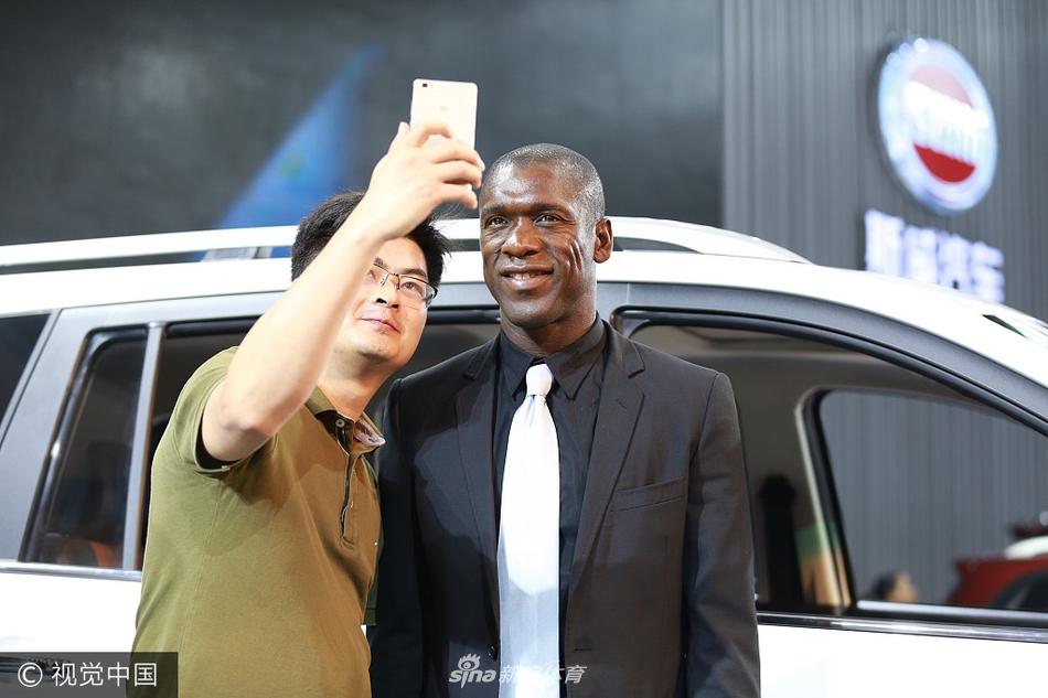 2017年6月8日,重庆,国际足球巨星西多夫现身2017年重庆车展N3