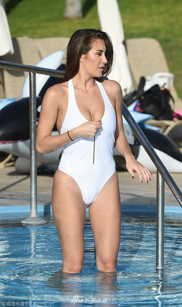 2017年12月26日,马耳他,女星白色泳装水中嬉戏.-出水芙蓉 女星白