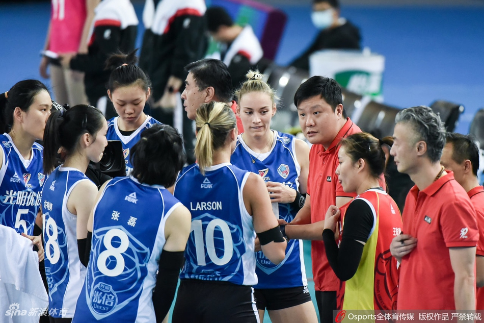两外援37分上海女排零封辽宁 天津女排提前进四强