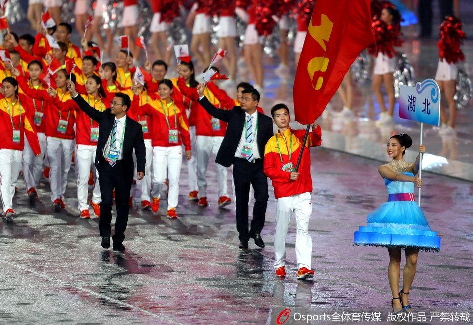 张继科、朱婷、丁宁等作为旗手领衔各省代表团入场.-全运会开幕式