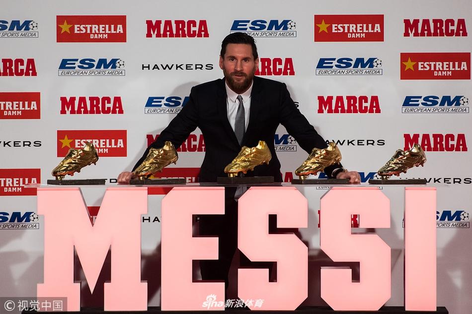 梅西领取个人第五座欧洲金靴奖杯