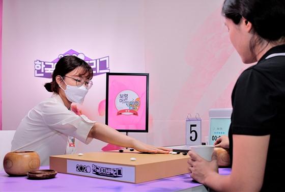 幻灯-韩国女子围棋联赛第7轮 崔精赢了队伍输了