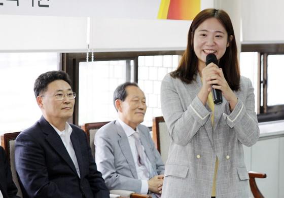 幻灯-吴侑珍出战绅士VS淑女擂台赛 期待对决李昌镐