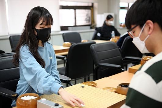 幻灯-韩国棋手全部戴口罩出战