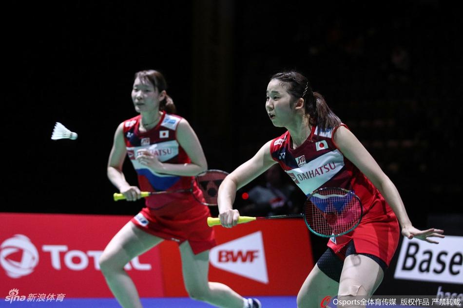 世锦赛女双卫冕冠军进四强