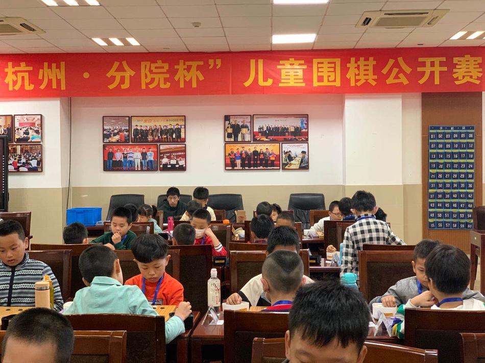 高清-杭州分院杯儿童公开赛开枰 棋童激弈天元大厦