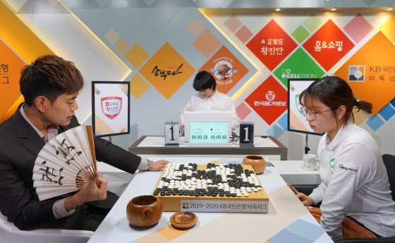 幻灯-韩国围棋联赛第10轮第3场 李昌镐崔精出战