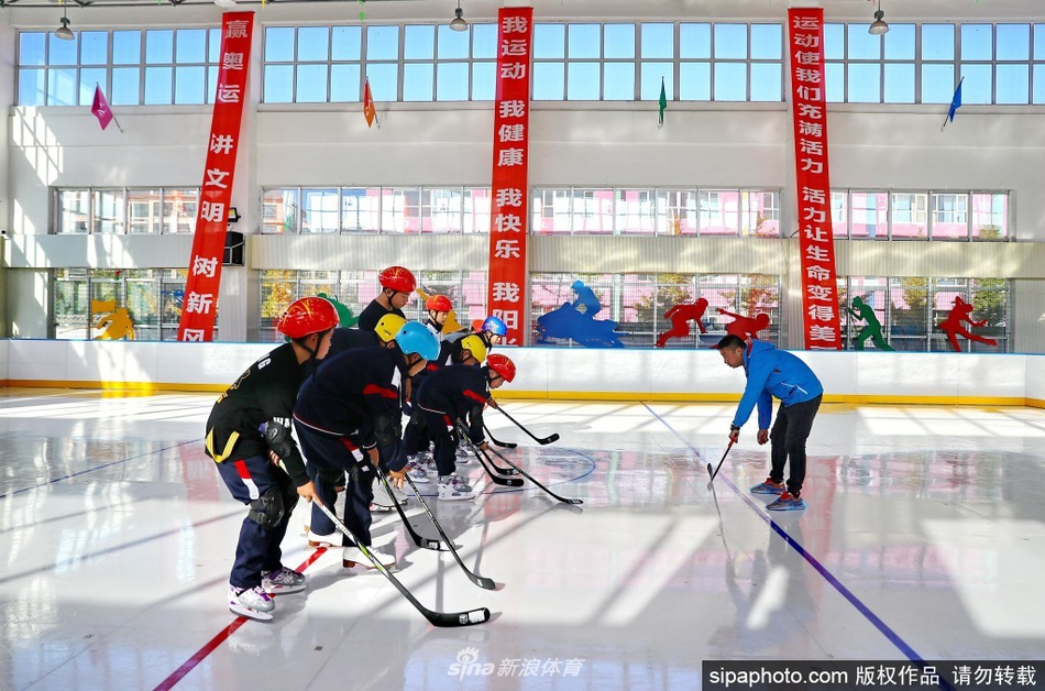 河北秦皇岛室内滑冰馆投入使用 为冬奥助力