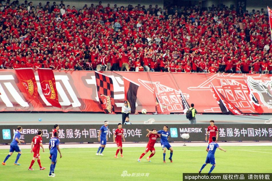 盘点中超上海绿地申花与上港德比历史:球迷从和谐到冲突