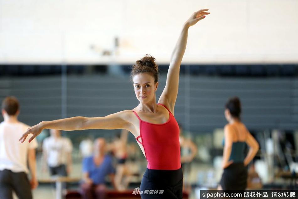 摩纳哥蒙特卡洛芭蕾舞团恢复排练