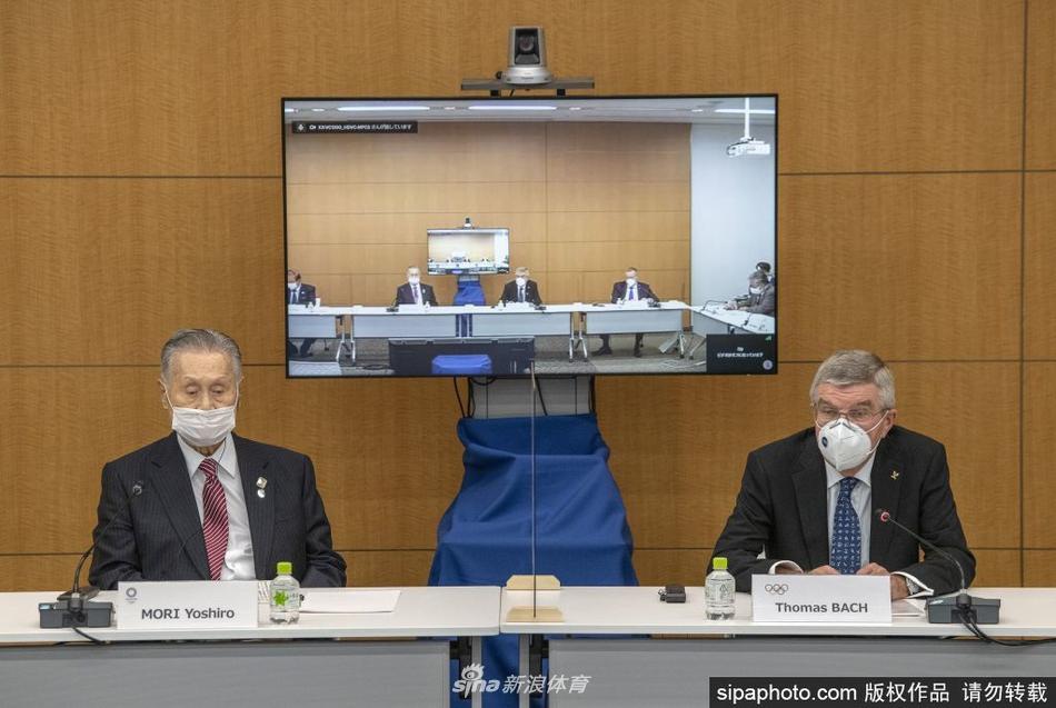 巴赫与森喜朗出席联合新闻发布会
