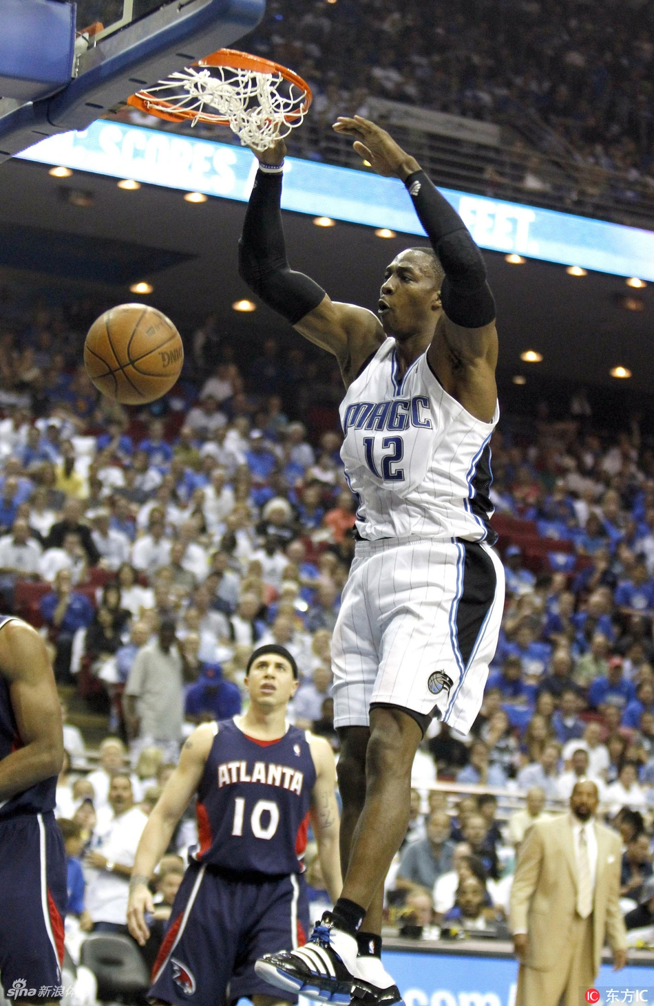 2010年东部季后赛第二轮,霍华德统治了老鹰队的内线.-NBA季后赛图片
