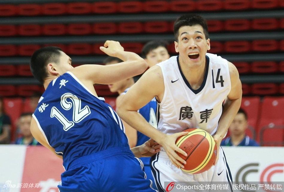 全运男篮首日:广东63-56北京(11张)