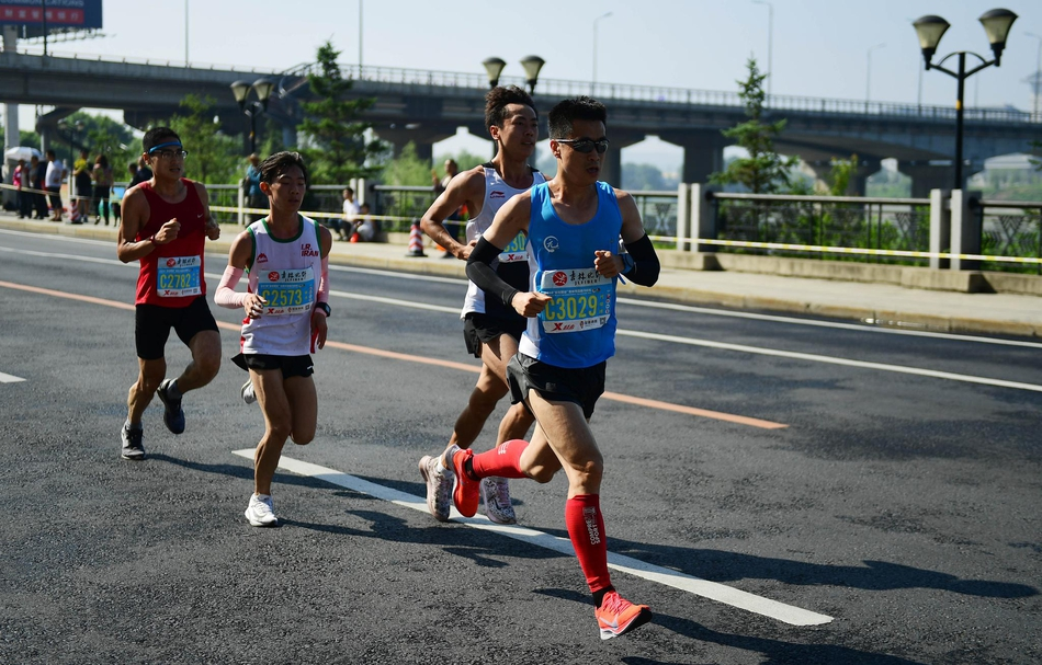 吉林市国际马拉松开跑
