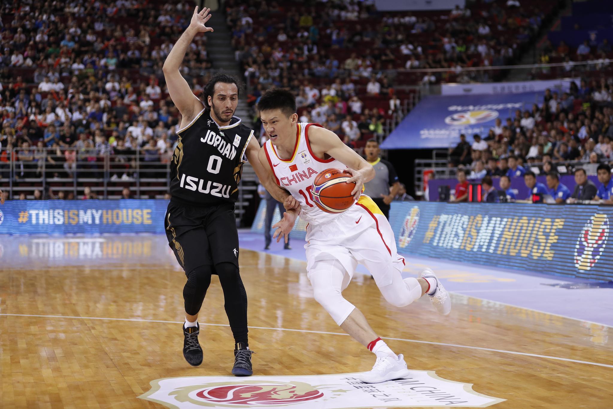 中国男篮世预赛主场击败约旦