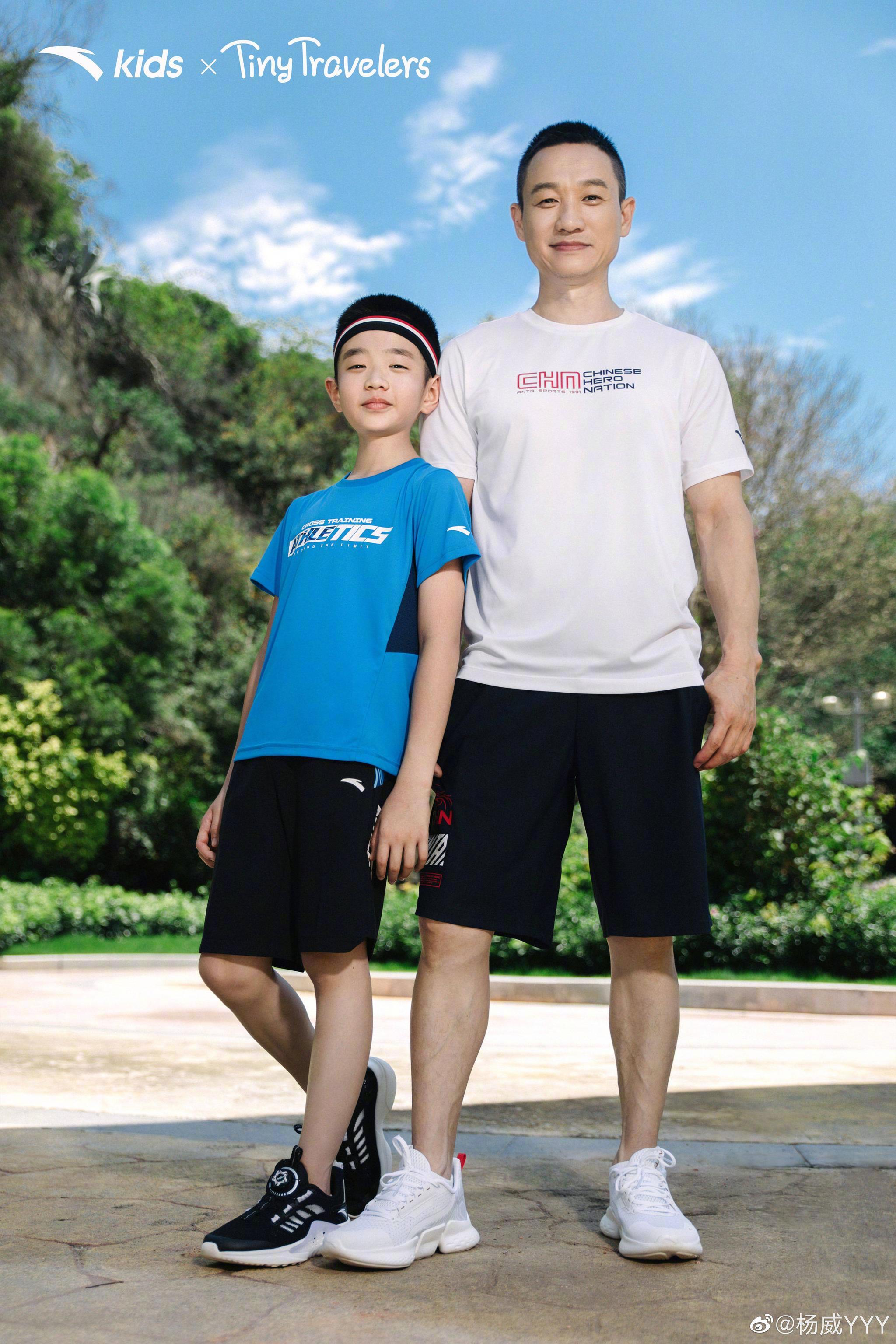 杨威与儿子同框拍广告 父子俩活力满满帅气十足