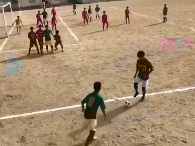 视频-神还原!小朋友完美复制克罗斯世界杯绝杀球