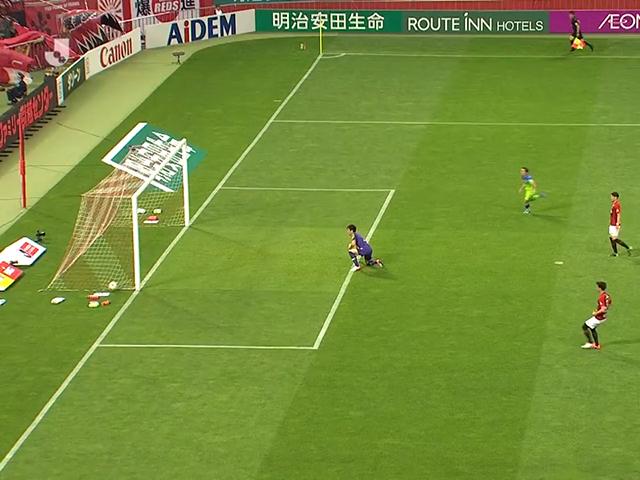 视频-J联赛惊天误判!球明显越过门线遭裁判扼杀