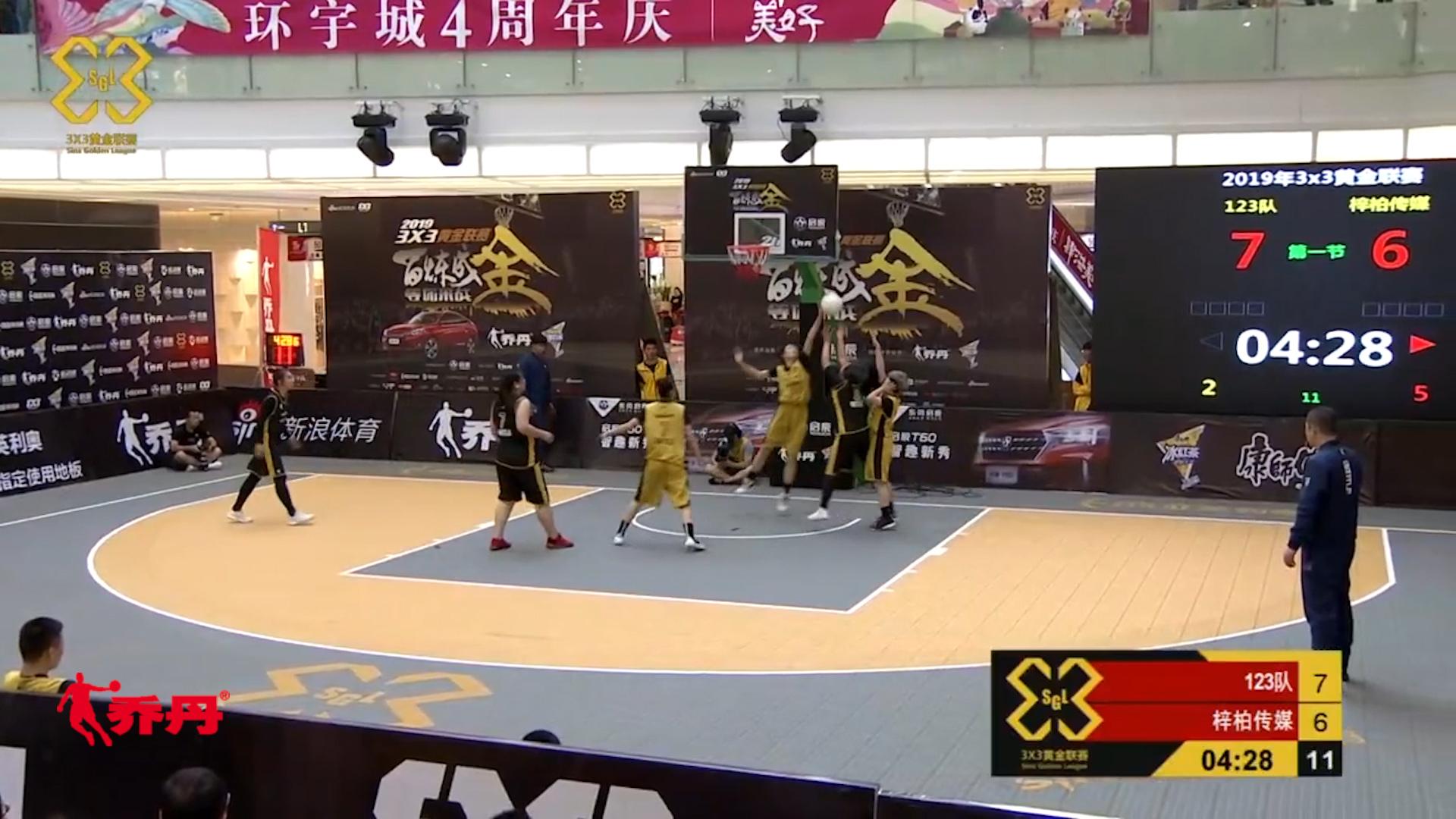 视频-女篮也血腥!123队中锋补防 单手扇飞对手上篮
