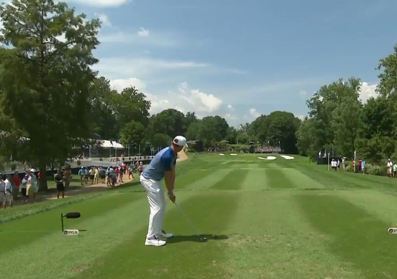 PGA首轮沃特尼撞旗