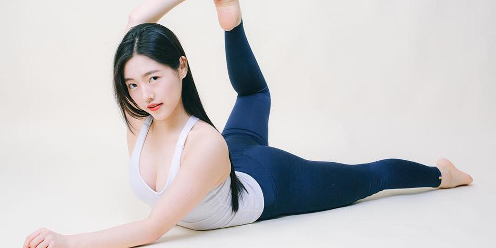 韩国瑜伽老师健身写真 身娇体柔小娇羞