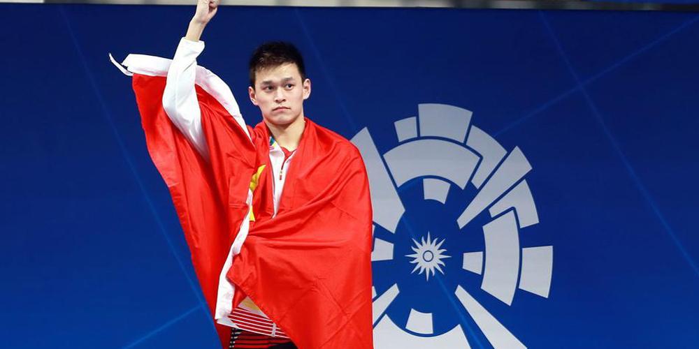 献礼70周年国庆 回顾运动员自豪挥舞国旗瞬间