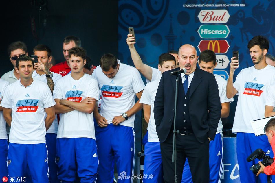 俄罗斯队与球迷见面难言再见