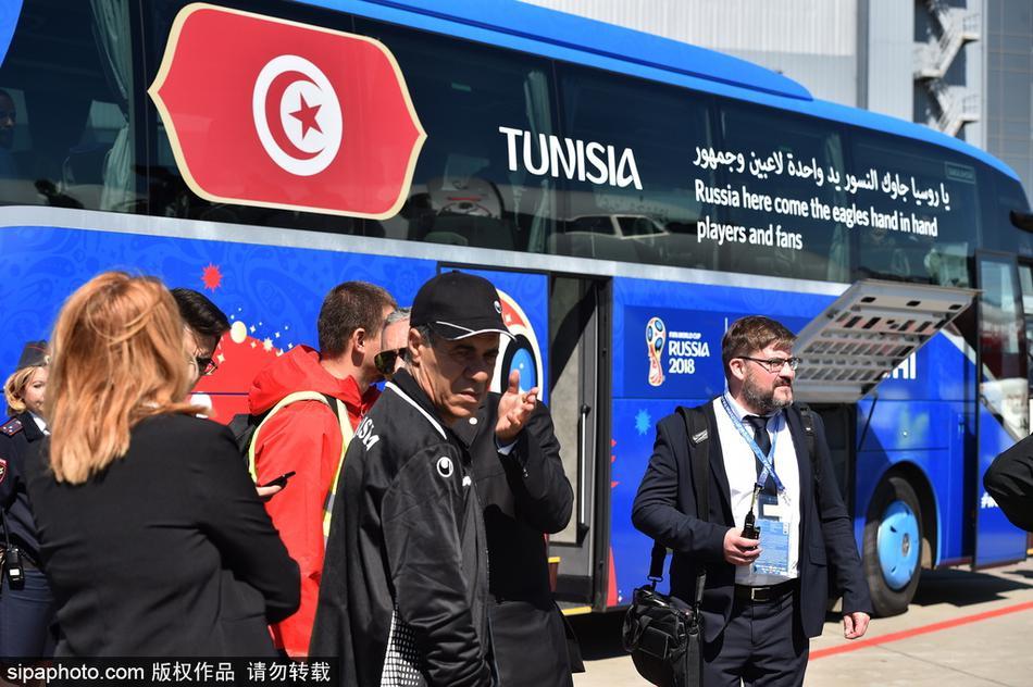 突尼斯队抵达莫斯科机场