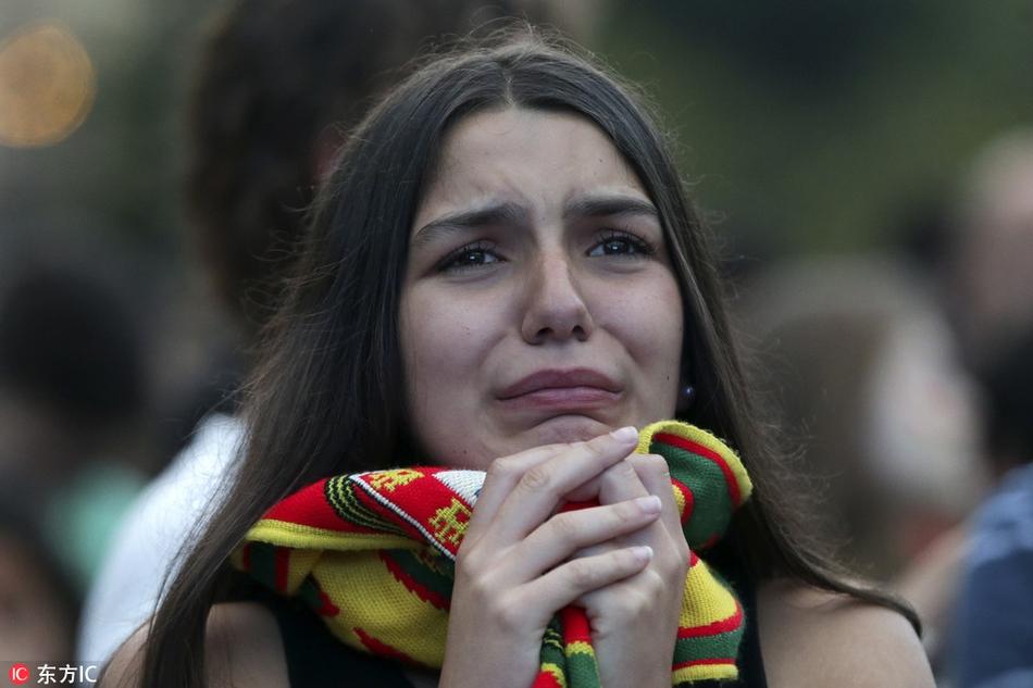 梅罗一夜同出局无数球迷齐哭泣