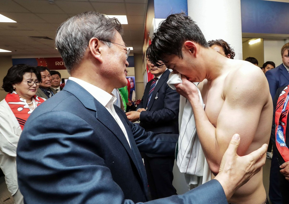 孙兴慜赛后哭成泪人总统安慰