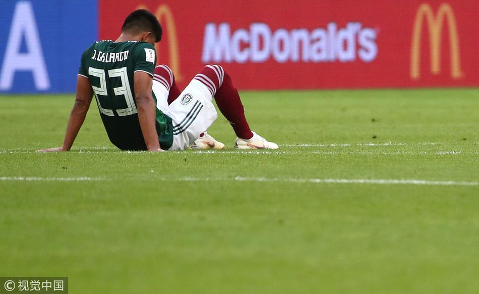 墨西哥被淘汰球员伤心失落