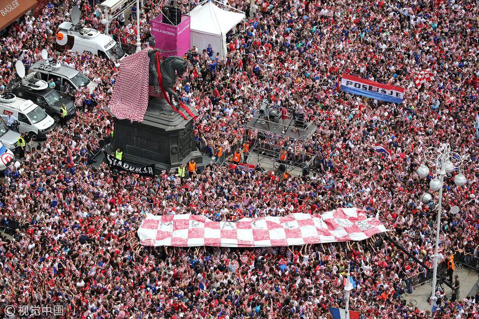 克罗地亚首都万人空巷等待英雄