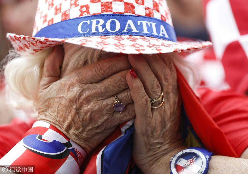 克罗地亚球迷伤心失落