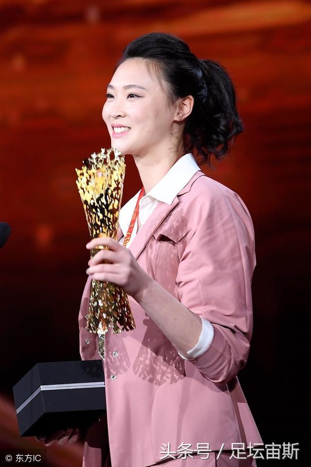 惠若琪荣膺女性创造力奖 马布里高敏为其颁奖