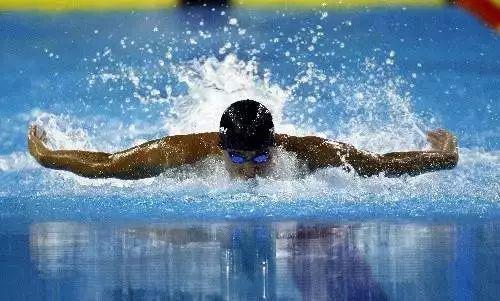 2、选择合适的泳式和游距