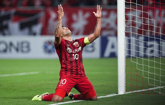 2018亚冠联赛1/8决赛次回合,上海上港2-1鹿岛鹿角.胡尔克庆祝进球.