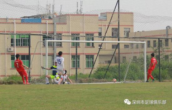 终场前韦晨再进一球,帮助深圳吉兆业U19队将比分定格为7比0。