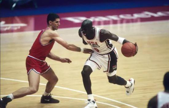 在漫长的历史空间里,这个国家在体育里的存在方式,如此有力,如此动人。
