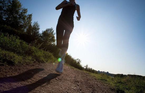 并且,在跑步的过程中,我们身体上的大部分肌肉都会或多或少的得到强化。