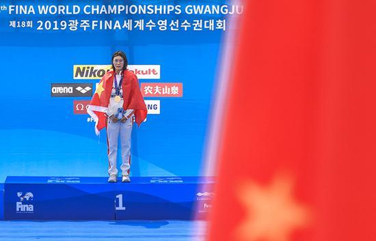 辛鑫在颁奖仪式上。