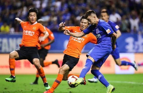 韩球迷赞金信煜在中超就像玩游戏 我们的高中锋呢