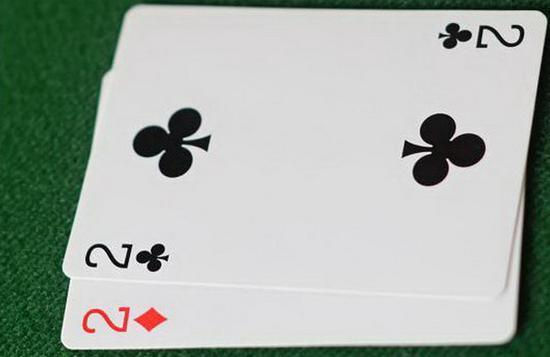 扑克技巧:竞技扑克如何游戏小对子 最重要的因素是位置